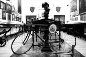 Bicicletta e cimeli di Enrico Toti, Museo Storico dei Bersaglieri Roma (www.esercito.difesa.it).