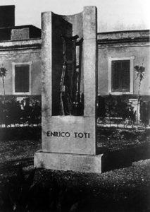 Monumento a Enrico Toti fra le due guerre (Archivio A. Mangiante).