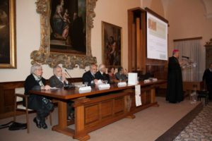 L'abate d. Donato nel corso del suo intervento di saluto.
