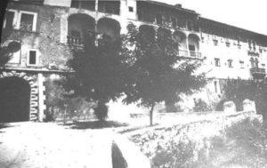 Ill. 4: Porta anteguerra.
