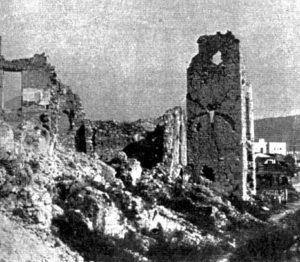 Foto 3 - Mura di San Germano: torre del lato sud-occidentale caduta nel 1950.