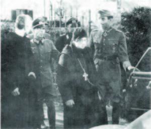 Il gen. Frido von Senger und Etterlin e l'abate Gregorio Diamare il 17 febraio 1944 nei pressi del Comando tedesco a Castelmassimo di Veroli.