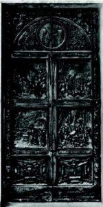 Ingresso laterale della Basilica di Montecassino (bronzo di Pietro Canonica, 1951): oltre a episodi della vita di San Benedetto, riporta, nella formella in basso, i simboli britannici che ricordano l'ultima distruzione.