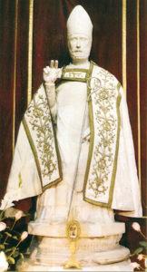 Statua di San Germano, con paramenti sacri, ubicata nella Chiesa madre.