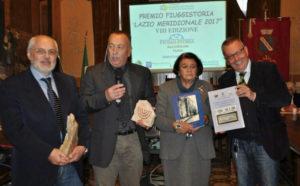 Gli organizzatori del Premio FiuggiStoria Lazio Meridionale 2017, Pino Pelloni e Giovanna Napolitano Morelli, con i vincitori del premio, Gerardo Di Giammarino e Gaetano de Angelis-Curtis