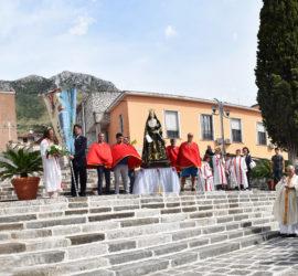 San Pietro Infine, Piazza Risorgimento. Cerimonia commemorativa con scoprimento di una targa a ricordo del giovane operaio Domenico Di Zazzo, nel 70° anniversario della sua tragica morte.