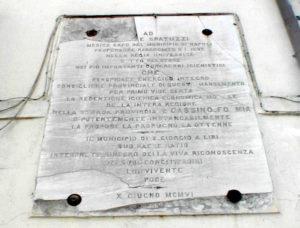 San Giorgio a Liri. L'epigrafe che ricorda Achille Spatuzzi ed i suoi meriti nella evoluzione del territorio.