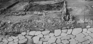Fig. 3: Basolato con fornace (da «Civiltà Aurunca», n. 74)