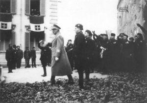 Aurelio Vitto con il maresciallo Rodolfo Graziani nella visita da questi compiuta a Frosinone nell'aprile