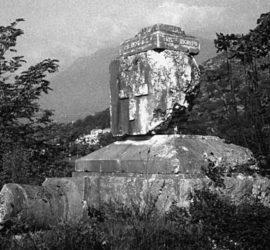 Il monumento in memoria di Ida Vitto sulla via Casilina.