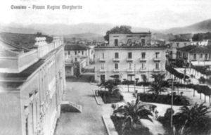 Palazzo Vitto al centro della foto; a sin. la facciata del Liceo-ginnasio.