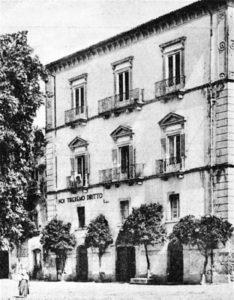 Il palazzo Bonanni nell'allora piazza Pasquale Pelagalli distrutto dagli eventi bellici della Seconda guerra.