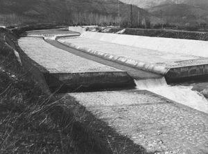 Impresa Lamberto Bajetti Roma - Lavori di sistemazione del fiume Rapido tra la strada dell'Olivella e la via Casilina nel 1956 (foto Alinari).