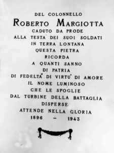 Lapide a ricordo di Roberto Margiotta nel Cimitero di Cervaro.