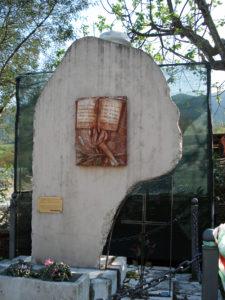 Il monumento alle vittime della strage.