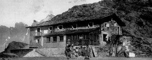 Il rifugio Marinelli-Bombardieri in una foto storica (1925).