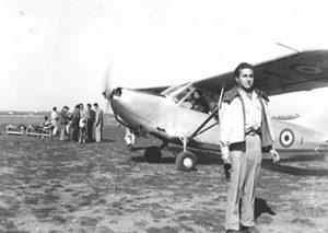 Alberto Testa a Gioia del Colle prima di un decollo.