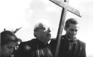 La scena dell'abate Diamare (interpretato da Alberto C. Lolli) con d. Martino Matronola (Gilberto Severi) e Caterina Pittiglio nel film Montecassino nel cerchio di fuoco.