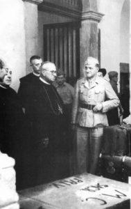 Montecassino 19 ottobre 1943. L'abate Diamare con il ten. col. Julius Schlegel.