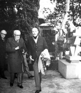 Il presidente Sandro Pertini con Umberto Mastroianni nella casa-studio di Marino.